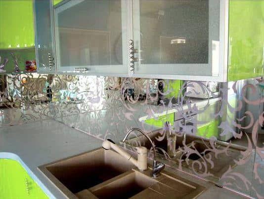 установка стеклянных фартуков
